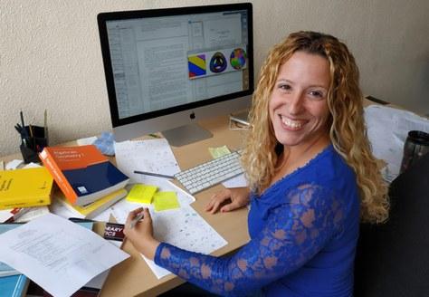 Elisa Lorenzo García es fa amb el premi 'Joven Científica'